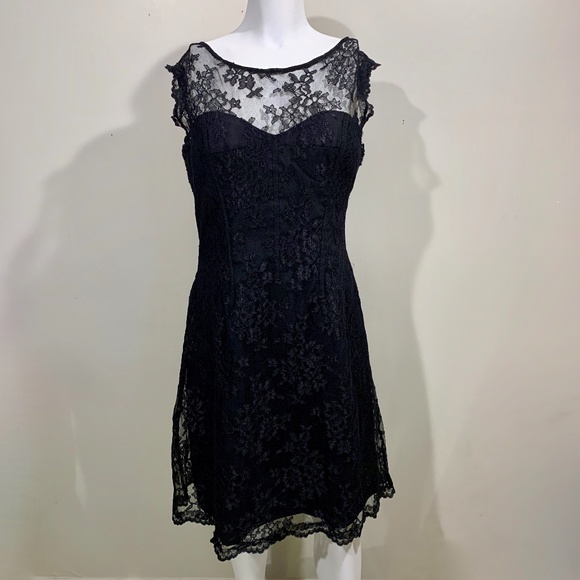 Monique Lhuillier Dresses & Skirts - Monique Lhuillier Lace Sheath Dress Black